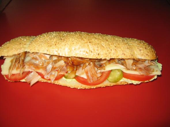 Kuřecí bageta – salát, rajčata, okurek, kuřecí maso, sýr                     55,-